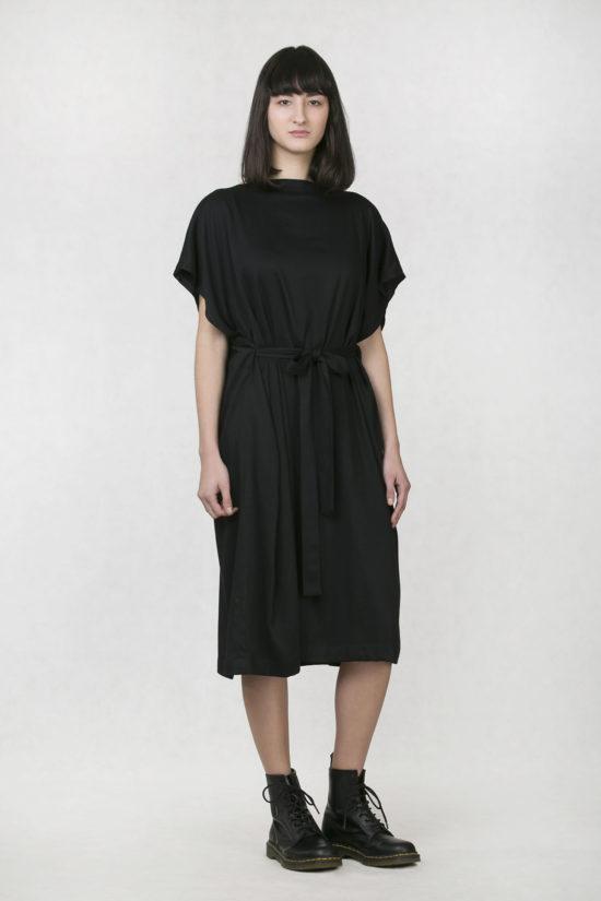 881ec9b1b902 Oneday dámské elegantní šaty černé s lodičkovým výstřihem a délkou pod  kolena. Šaty jsou volnějšího