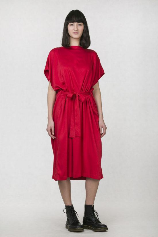 b4efbe44cc6a Oneday dámské elegantní šaty červené s lodičkovým výstřihem a délkou pod  kolena. Šaty jsou volnějšího