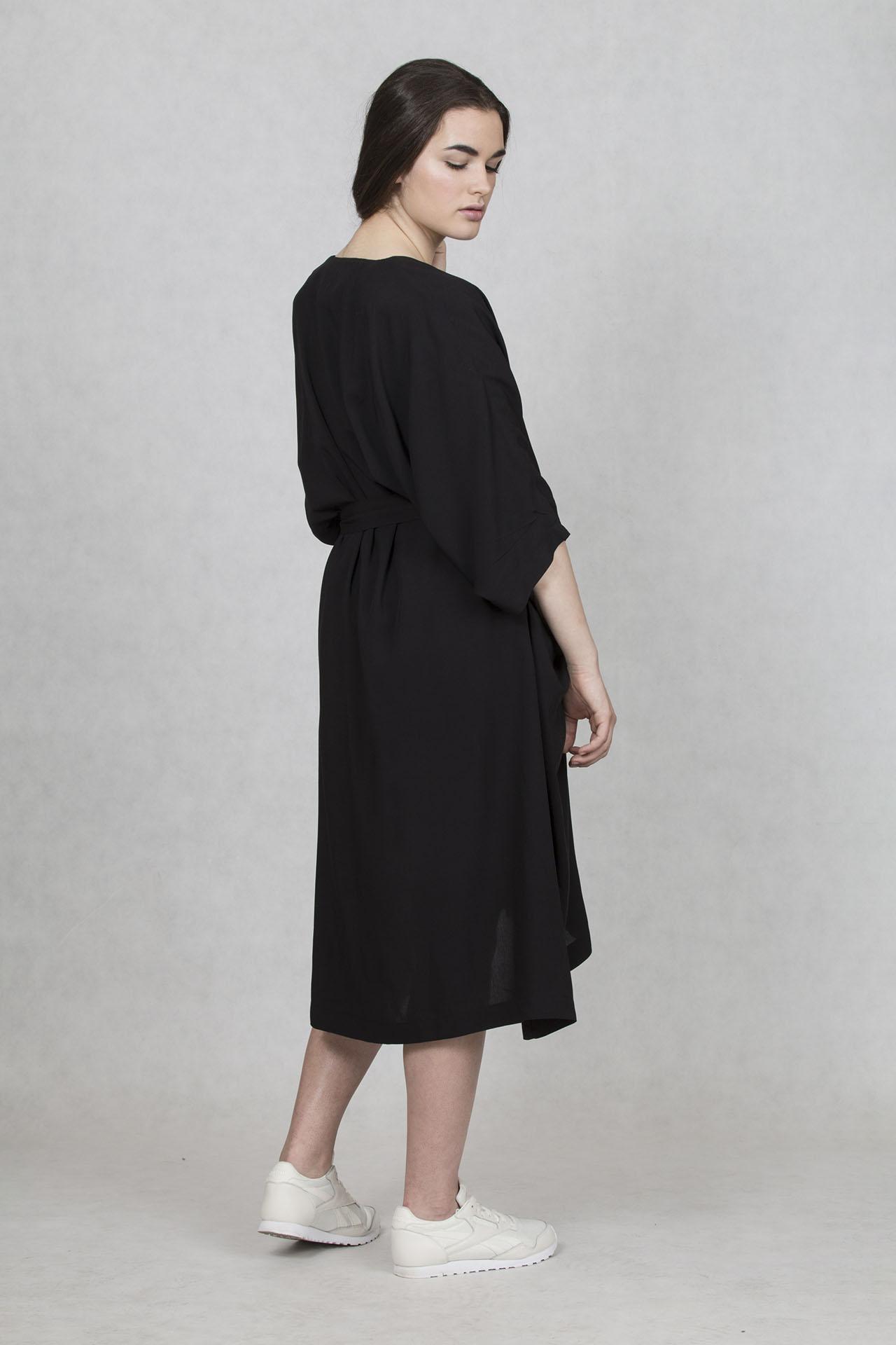 Oversized šaty černé v midi délce od české značky Oneday eab1752027