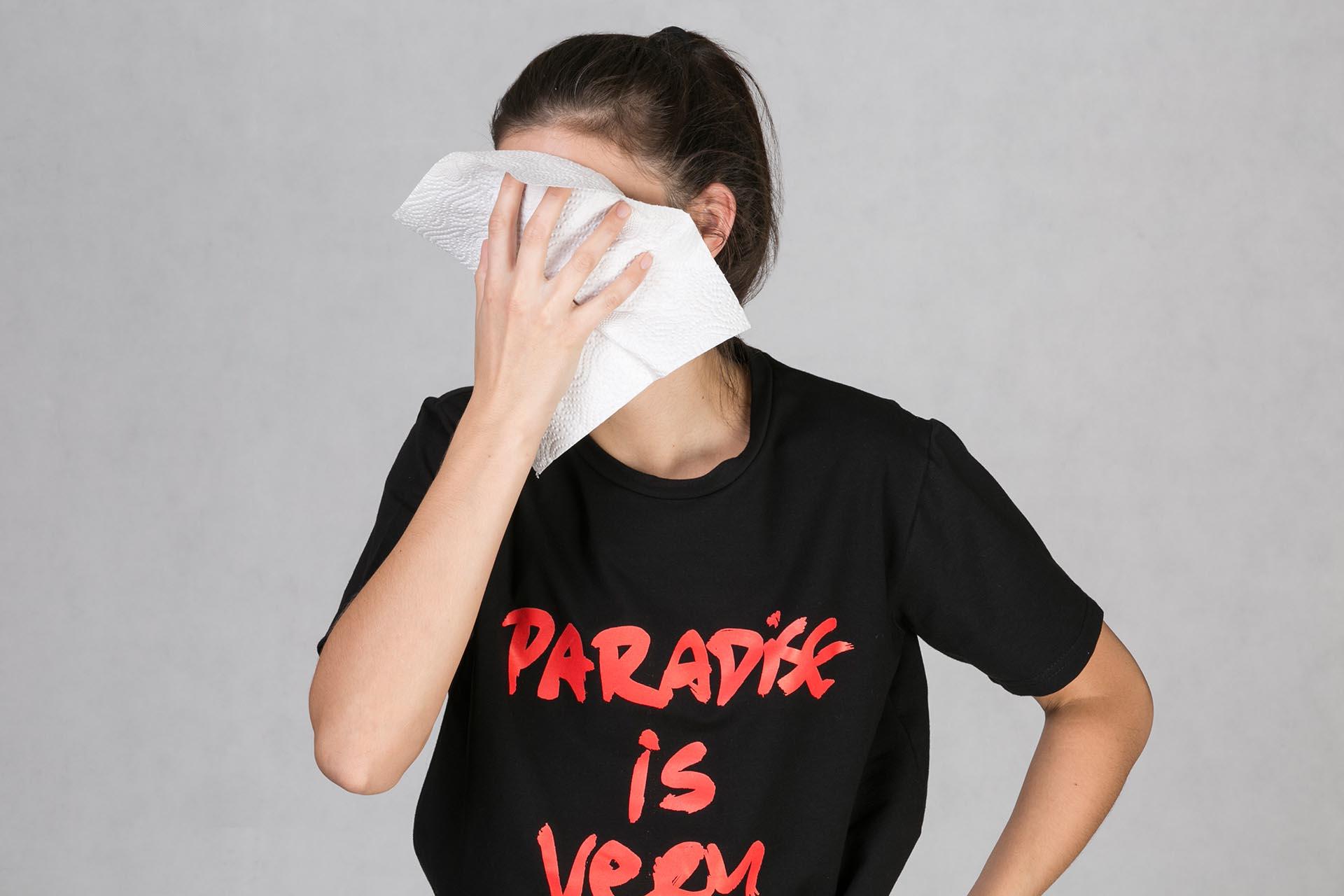 Oneday pánské oversized tričko černé v lehce prodloužené délce s krátkým  rukávem z příjemného bavlněného úpletu s barevným potiskem z limitované  kolekce s ... 417a1a1f73