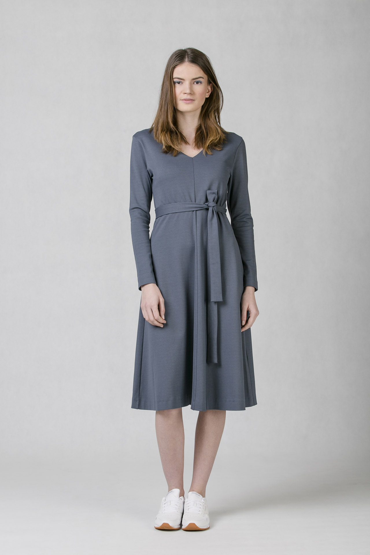 1b09c00938fb Společenské šaty Oneday s áčkovou sukní v midi délce