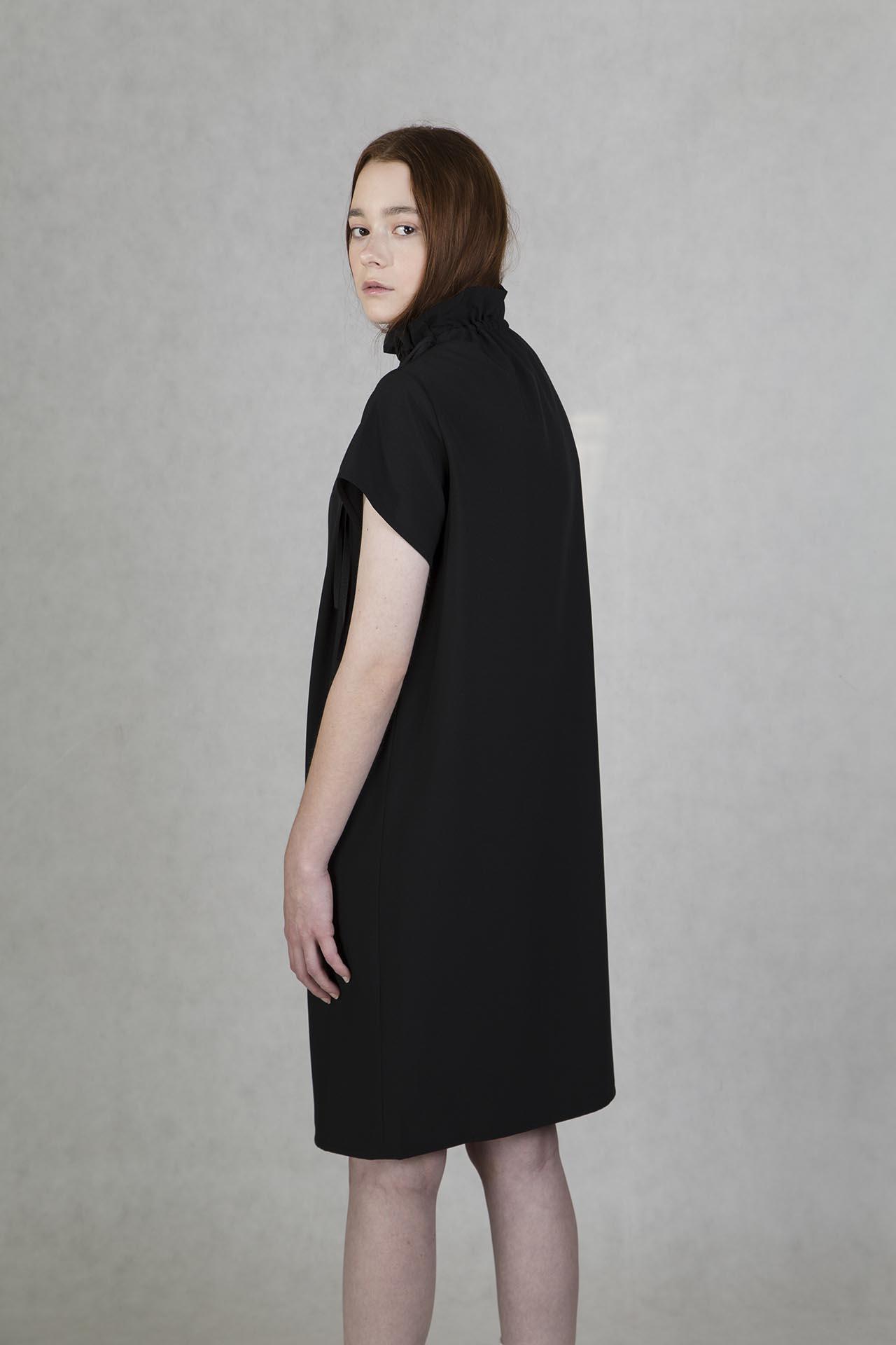 169a5ad11252 Šaty s řasením černé od české módní značky Oneday