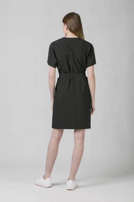 152b5e95abbb Oneday dámské společenské šaty krátké s délkou nad kolena v černé barvě.  Mají volnější střih