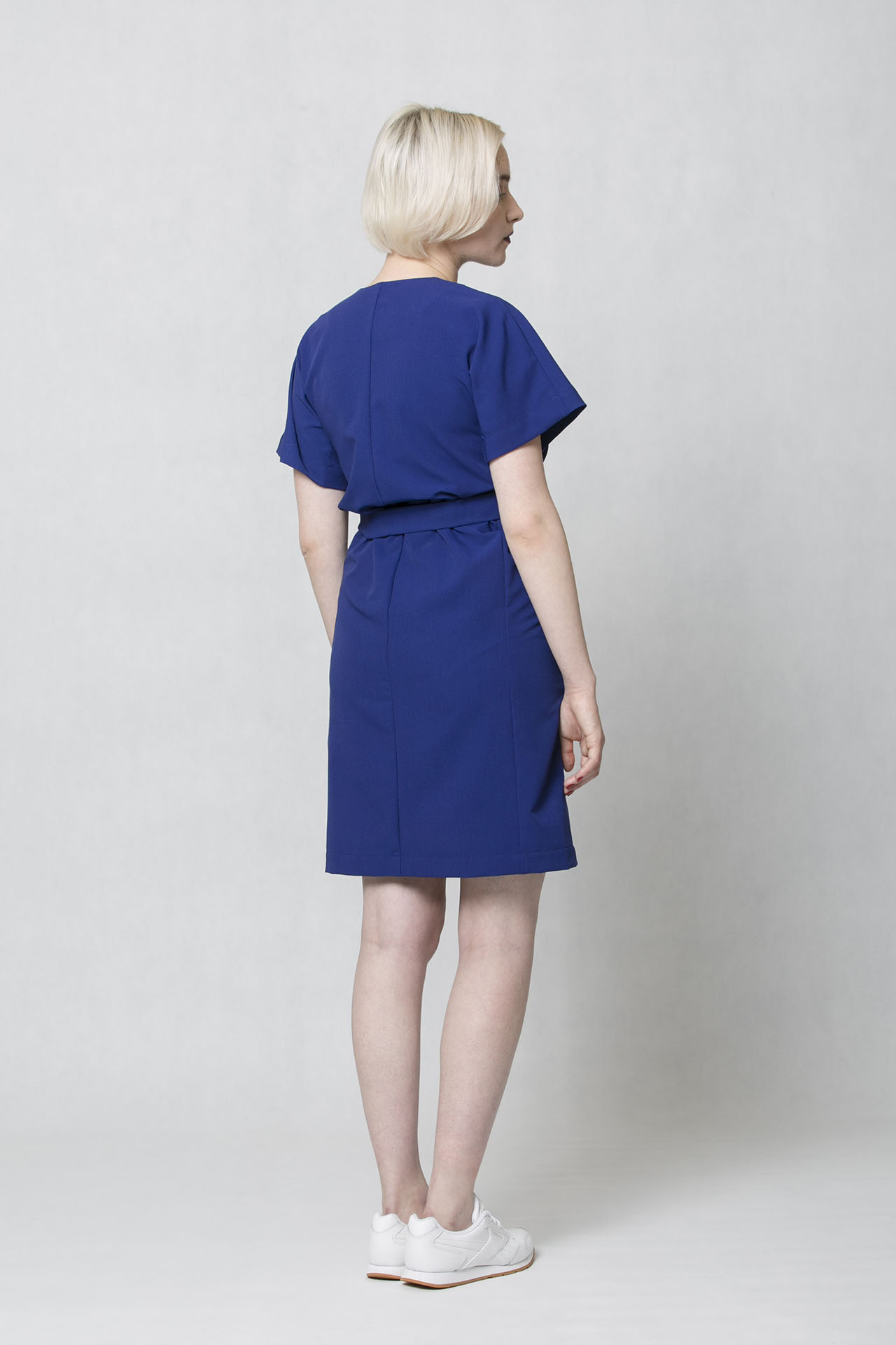 2aa1b4f27809 Společenské šaty modré barvě Oneday s decentním V výstřihem