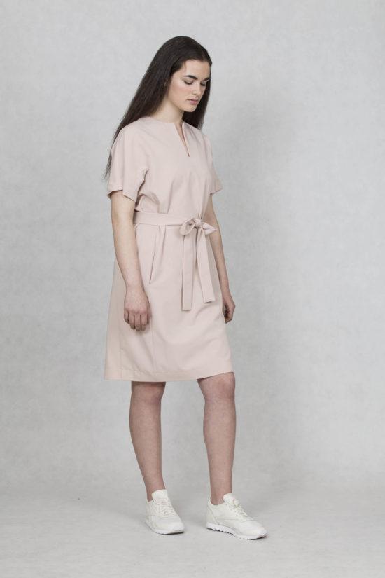 Oneday dámské společenské šaty krátké s délkou nad kolena v pudrové růžové  barvě. Mají volnější 1ad4a26976