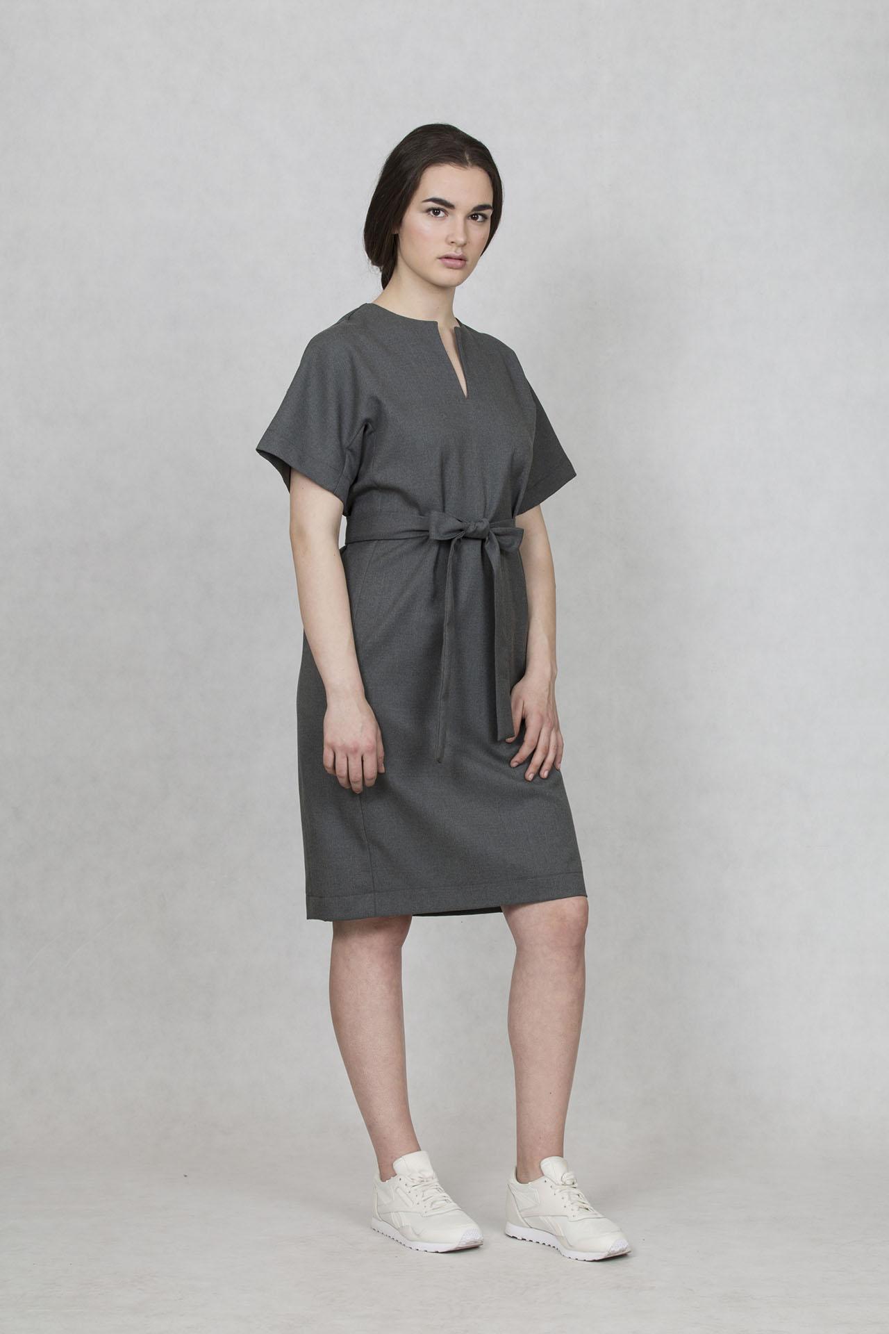 1dfff718c5a1 Společenské šaty krátké Oneday s decentním V výstřihem
