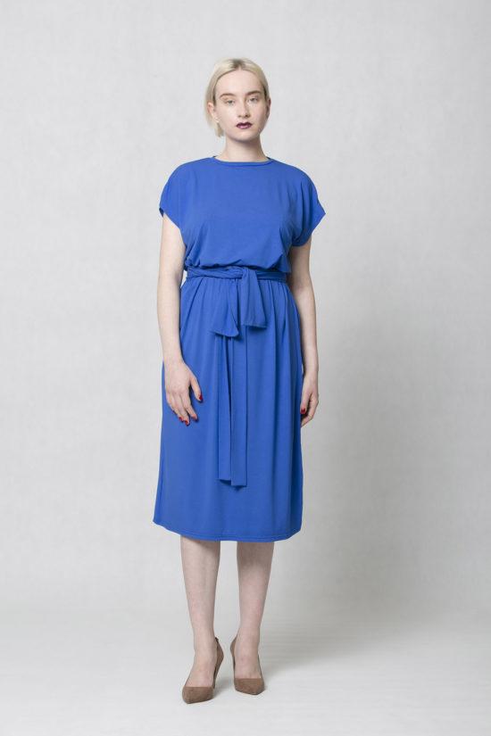 Oneday variabilní šaty modré s krátkým rukávem a lehce přepadlými rameny.  Šaty jsou volnějšího střihu ee58800d1c