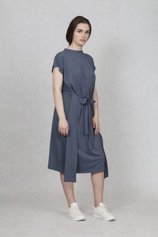 Oneday variabilní šaty modrošedé s krátkým rukávem a lehce přepadlými  rameny. Šaty jsou volnějšího střihu eb77ccb38d