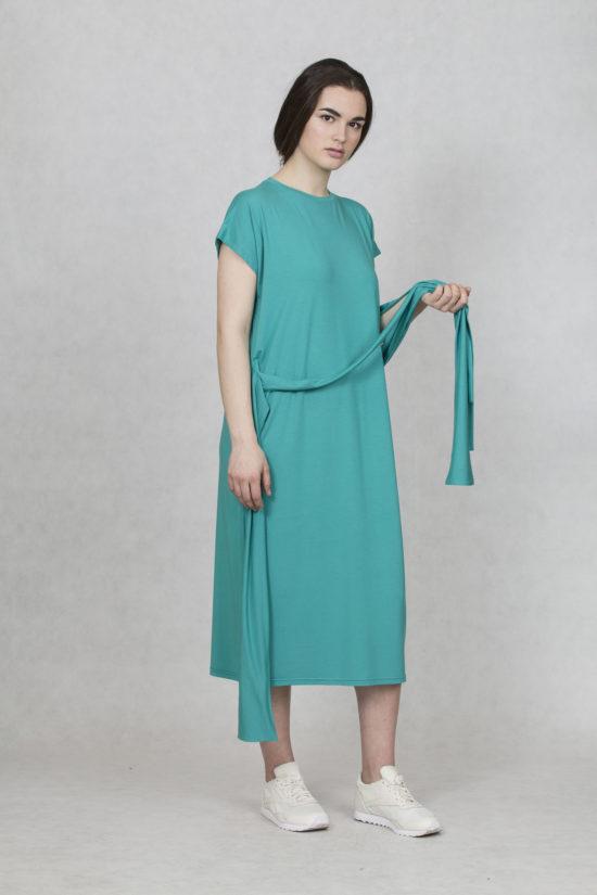 16b0d42f9625 Oneday variabilní šaty zelené s krátkým rukávem a lehce přepadlými rameny.  Šaty jsou volnějšího střihu