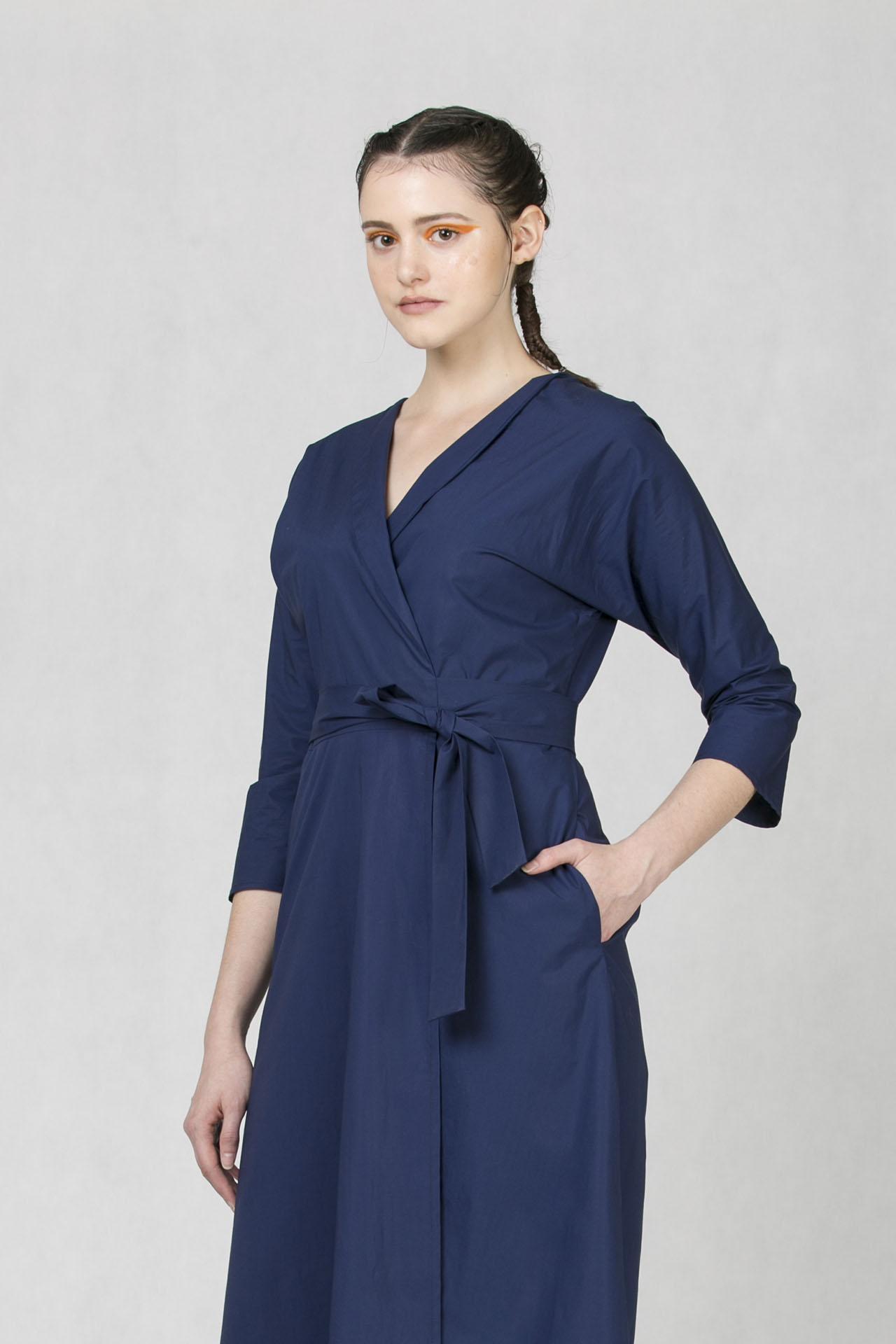 d6eca5a0a14c Zavinovací šaty modré v midi délce od české módní značky Oneday