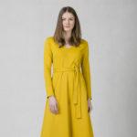 Šaty s áčkovou sukní okrové